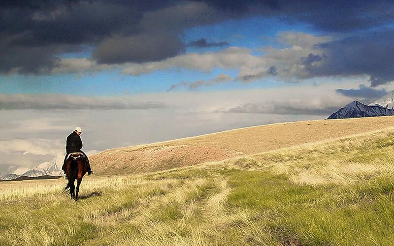 UNESCO - Hombre a caballo en las montañas de Kirguistán
