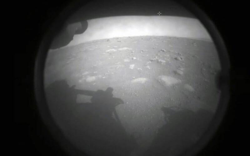 Primera foto de Perseverance captada desde la superficie de Marte. / NASA