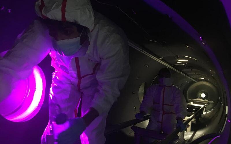 Científicos de la UMA realizan operaciones de mantenimiento de rutina dentro de la