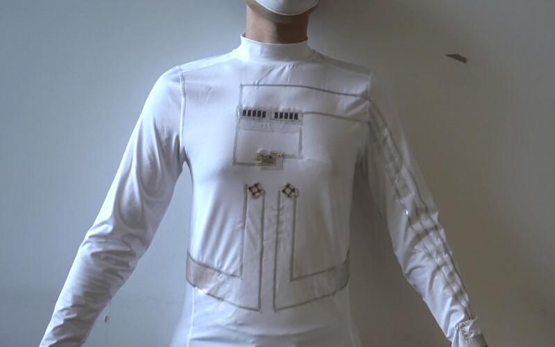 Sus responsables han bautizado la camiseta como microrred portátil./ Escuela de Ingeniería Jacobs de San Diego