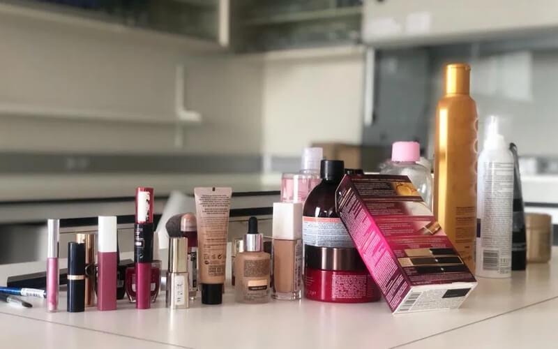 Algunos de los productos de cosmética analizados por los científicos. / UGR