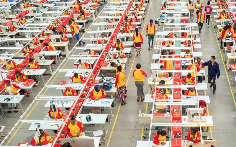 Lin Qi / Trabajadores de una fábrica de calzado de propiedad china en Addis Abeba (Etiopía).