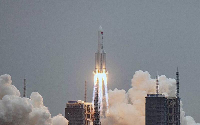 Lanzamiento del cohete chino Long March 5B - ©EFE/EPA/MATJAZ TANCIC
