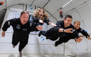 La tripulación de la primera misión espacial civil comienza sus actividades científicas