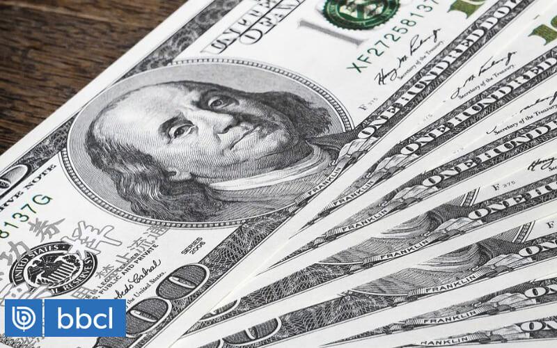 Dólar cae en Chile y cierra la jornada con $824, pese a alza en el pecio del cobre